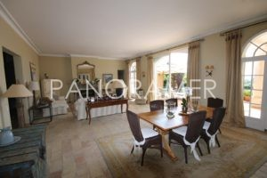 agence-immobiliere-grimaud-8-1-300x200 agence-immobiliere-grimaud-8 immobilier Saint Tropez Grimaud Ramatuelle Gassin