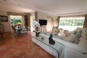 @1024-IMG_1564-300x200 @1024-IMG_1564 immobilier Saint Tropez Grimaud Ramatuelle Gassin