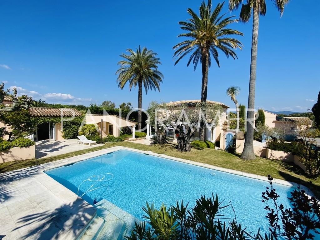 villa-saint-tropez-place-des-lices-2 Home immobilier Saint Tropez Grimaud Ramatuelle Gassin